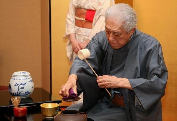 Мастер чайной церемонии Геншицу-сен
